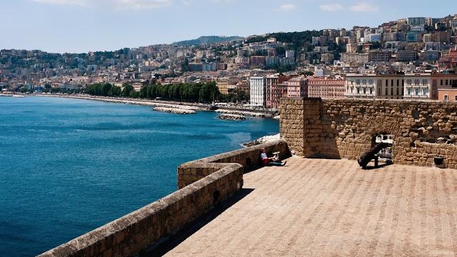 Vista di Napoli da Castel dell'Ovo