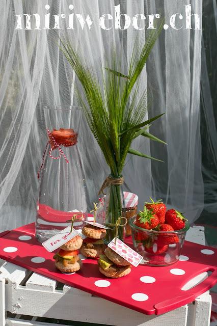 Rezept Apero Brötchen mit Rhabarber Chutney, Avocado und Erdbeeren. Blog Schweiz, Tchibo Schweiz, Foodblog