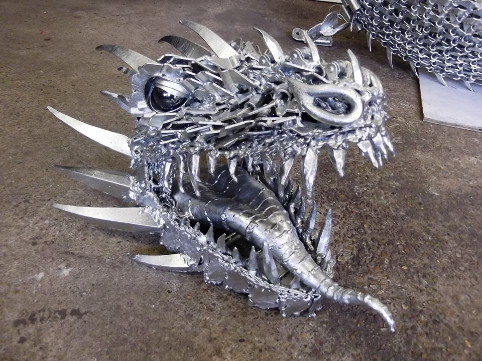 06-Dragon-Alan-Williams-Animals-Sculptured-with-Recycled-and-Upcycled-Metal-www-designstack-co