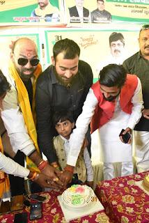 कार्यकर्ताओं ने मिलकर रघुराज प्रताप सिंह उर्फ राजा भैया जी का 51 जन्मदिन मनाया   #NayaSaberaNetwork