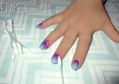 Étape 4 du dégradé en nail art en 4 étapes.