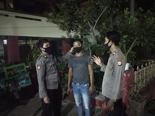 Personil Polsek Cendana Polres Enrekang Melakukan Patroli Blue Light Di Jam Yang Rawan