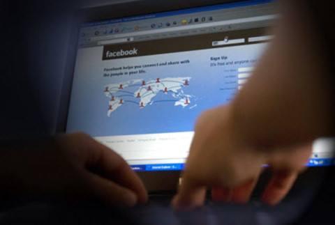 Bình luận của tài khoản Việt khiến người dùng Facebook Việt bức xúc