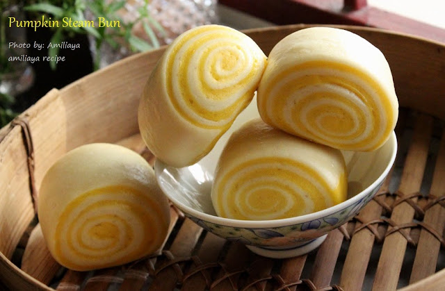 Old dough - pumpkin steam bun