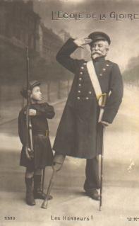 Enfant des bataillons scolaires et ancien combattant de la guerre de 1870, carte postale (collection musée)