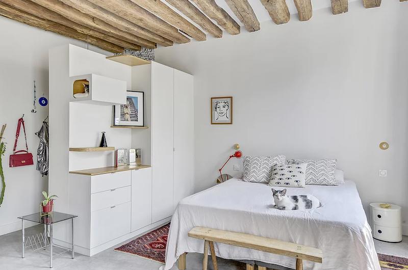Mueble a medida separador de ambientes entre dormitorio y salón, y el hall.