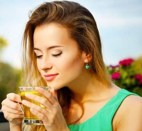 أسباب رائعة تجعلك تشرب شاي البابونج كل يوم في العمل