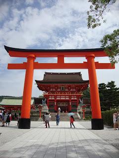 il primo torii davanti alla porta pricipale