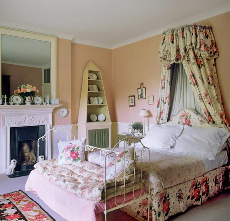 Classic English Floral Chintz Comfortable Home