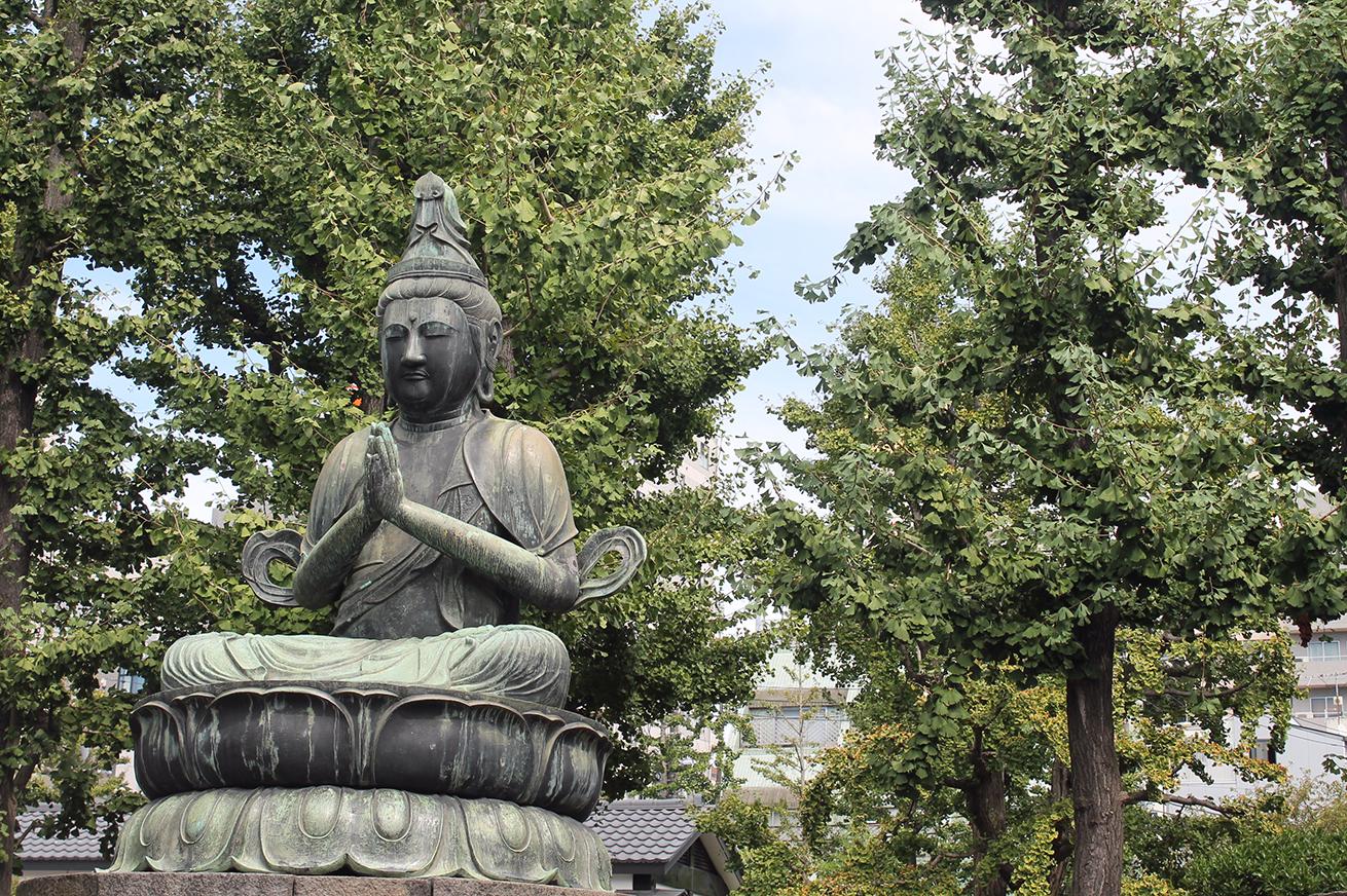 Buddha statue, senso-ji Buddhist temple, Tokyo