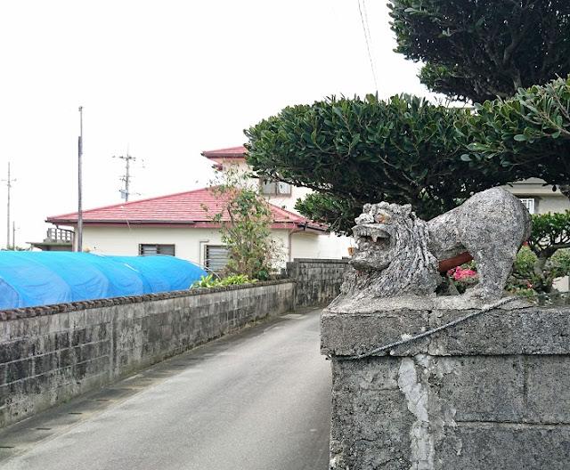 小波蔵集落の石獅子の写真