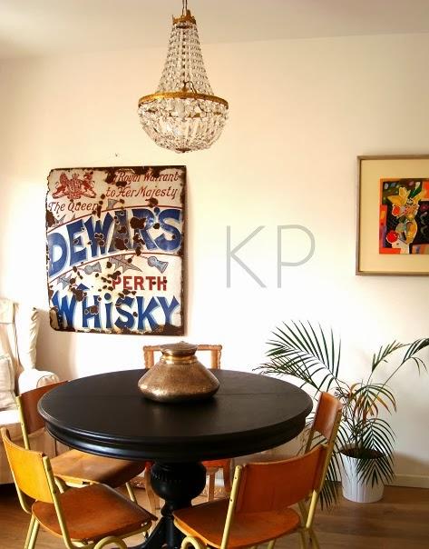 Carteles antiguos esmaltados para decorar.  Salones vintage. Objetos y artículos de época para decoración, ambientación y atrezzo vintage para negocios y restaurantes.