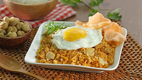 nasi goreng + telur