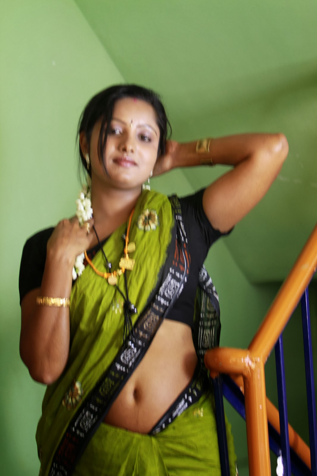 Mallu Sexy Aunty Nave In Sareemallu Saree Below Navel -9295