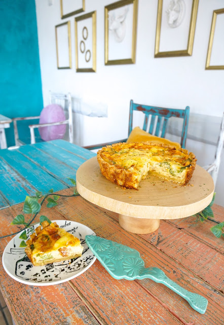 cafe & bar micka 富山 カフェ 前菜、パン、ドリンク付きのキッシュランチ 限定5食です。