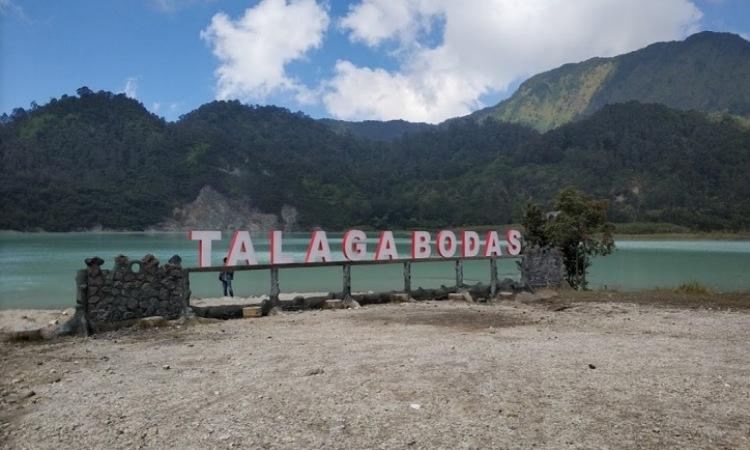 Pemandangan Alam Eksotis di Kawah Talaga Bodas, Garut