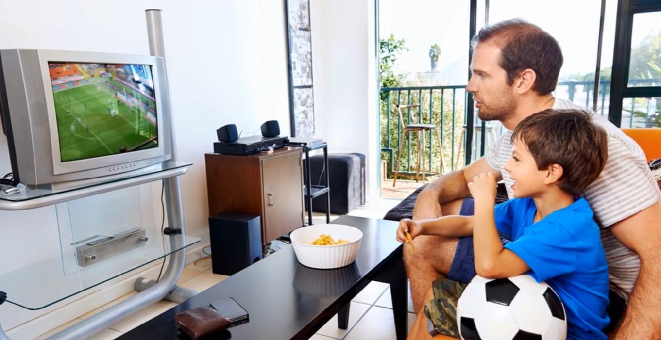 Anak Yang Sering Menonton TV Rentan Mengalami Obesitas