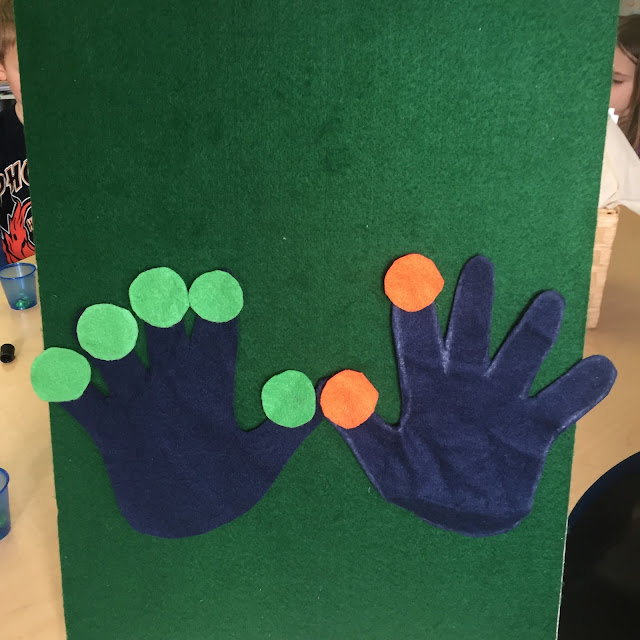 counting hands work well for teaching numbers 1-10 in kindergarten