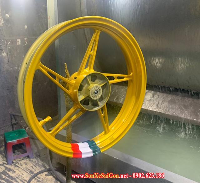 Sơn mâm xe máy màu vàng phong cách Italia cực đẹp