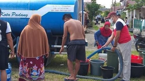 Dirut Perumda Air Minum Kota Padang Tinjau Pendistribusian Air Tangki