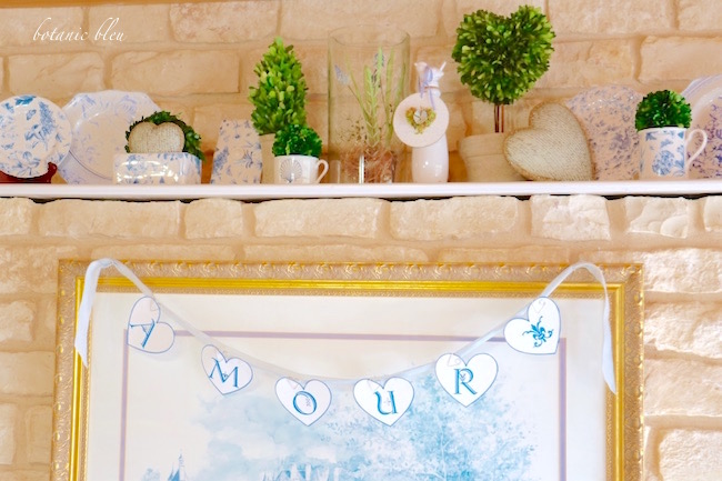 amour-heart-banner-in-blue