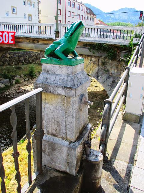 Un Blog Sobre Ampuero Y Otros Lugares Cercanos Atentado Contra La Fuente De La Rana