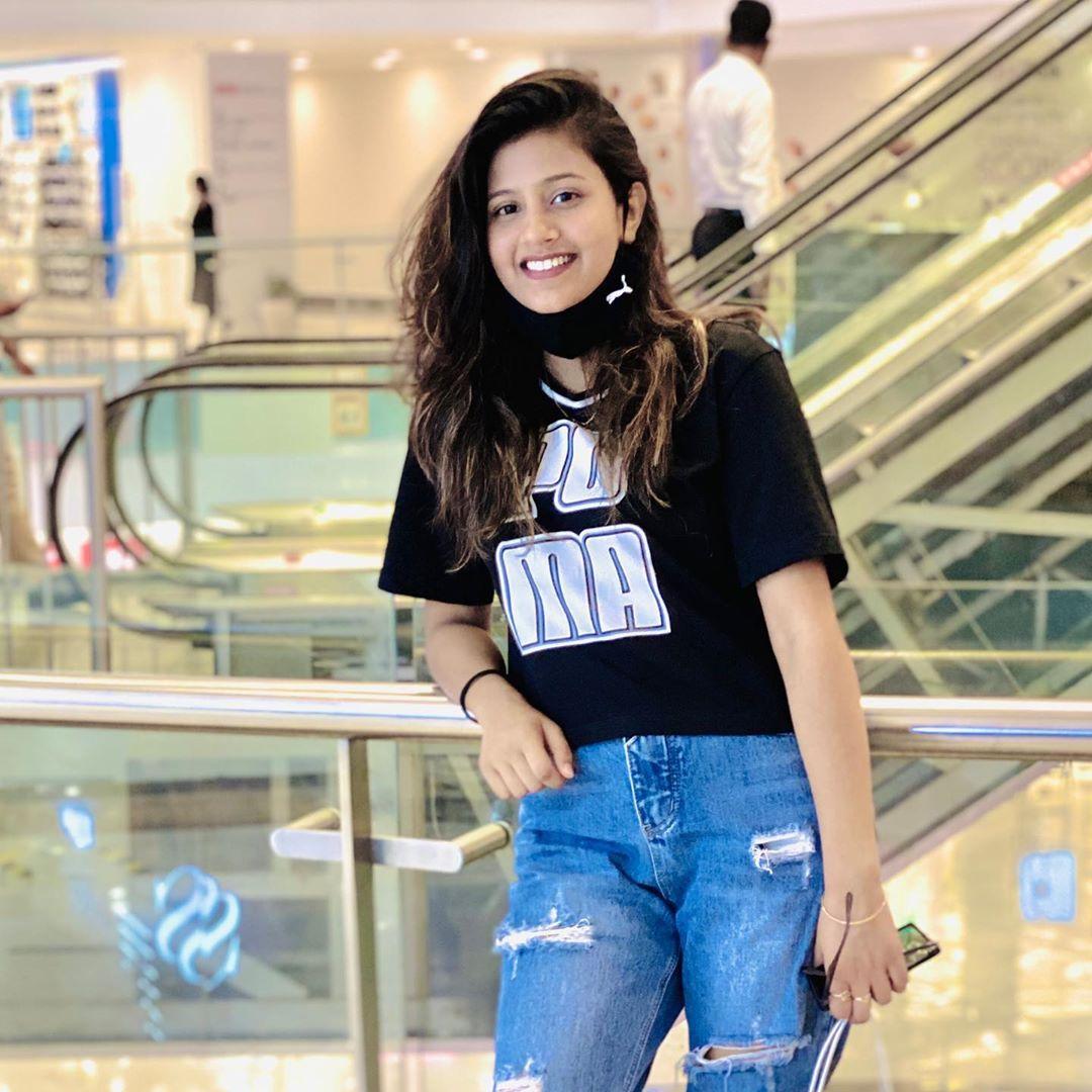 Anjali Arora in damage jeans pic