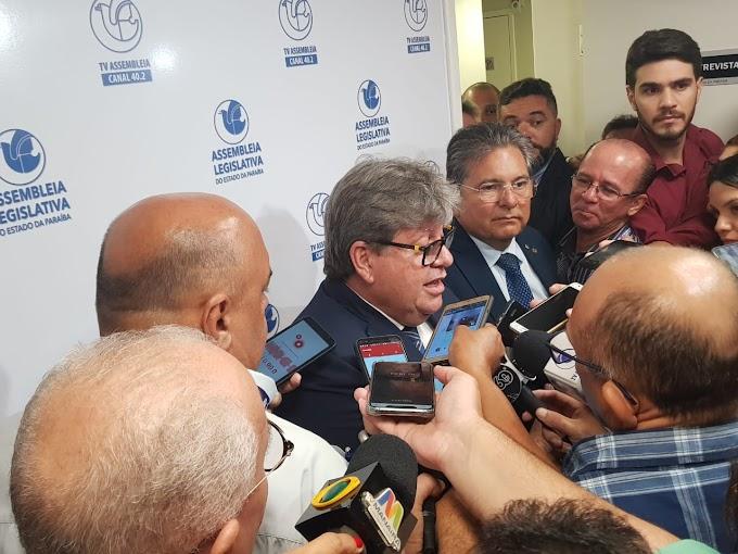 João Azevêdo avisa que não tem preocupação com Operação Calvário e diz que, se citado, apresentará defesa