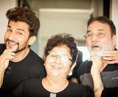 Manish Raisinghan Family photo
