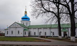 Густиня. Свято-Троїцький монастир. Церква Воскресіння Христового