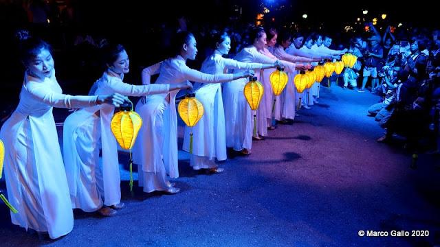 LAS NONCHES DE LUNA LLENA DE HOI AN, VIETNAM