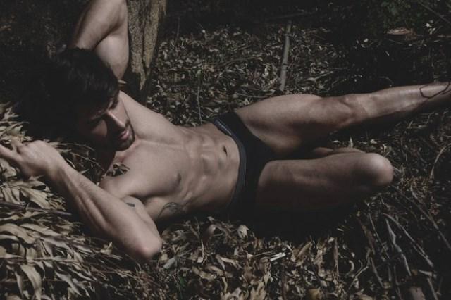 Foto de renan bbb16 em ensaio sensual para o site bitches house pelo fotográfo Rodrigo Marconatto