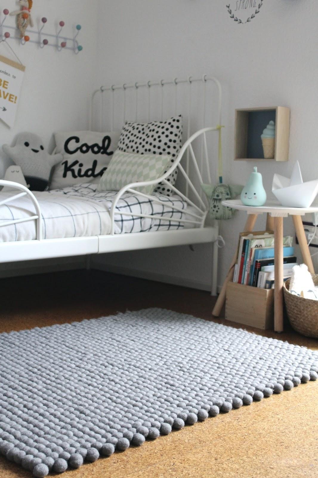 made with love filzkugelteppiche von sukhi home of joy. Black Bedroom Furniture Sets. Home Design Ideas