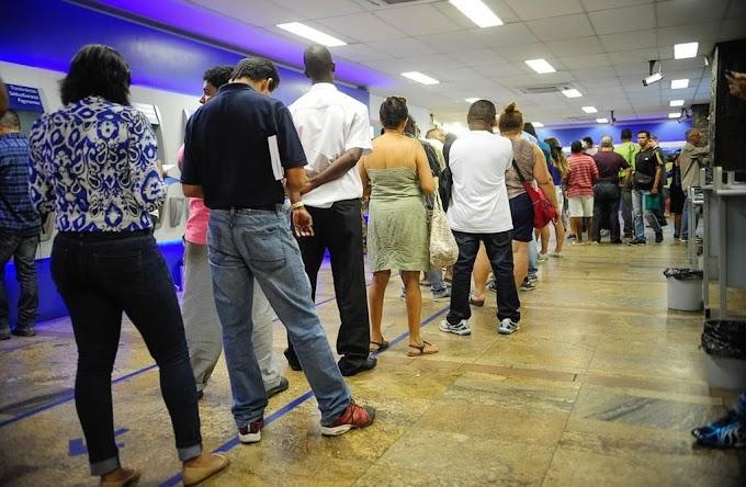 FERIADO | Bancos funcionam em horário especial nesta terça-feira. Confira