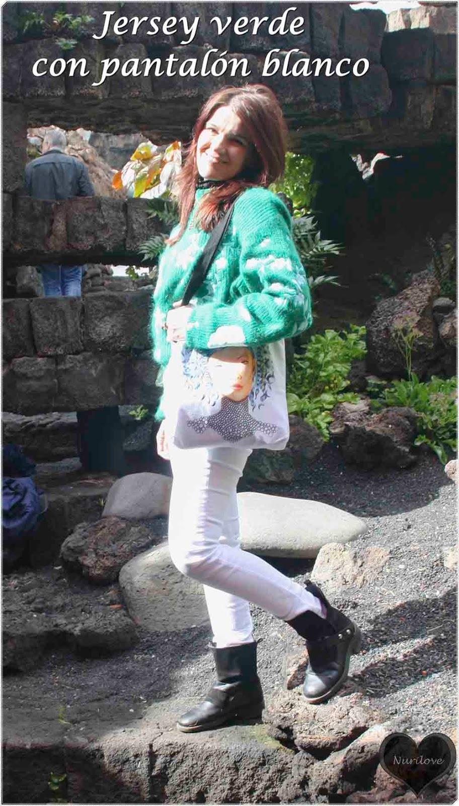 jersey verde combinado con pantalón blanco