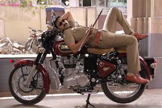 Santhanam Amyra Dastur Starring Odi Odi Uzhaikkanum Tamil Movie Stills  0009.jpg