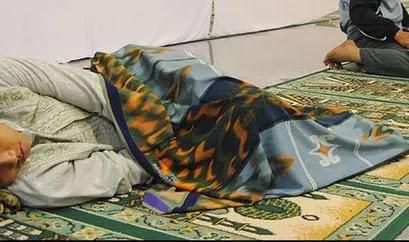 Hukum Memanfaatkan Fasilitas Masjid Untuk Tidur