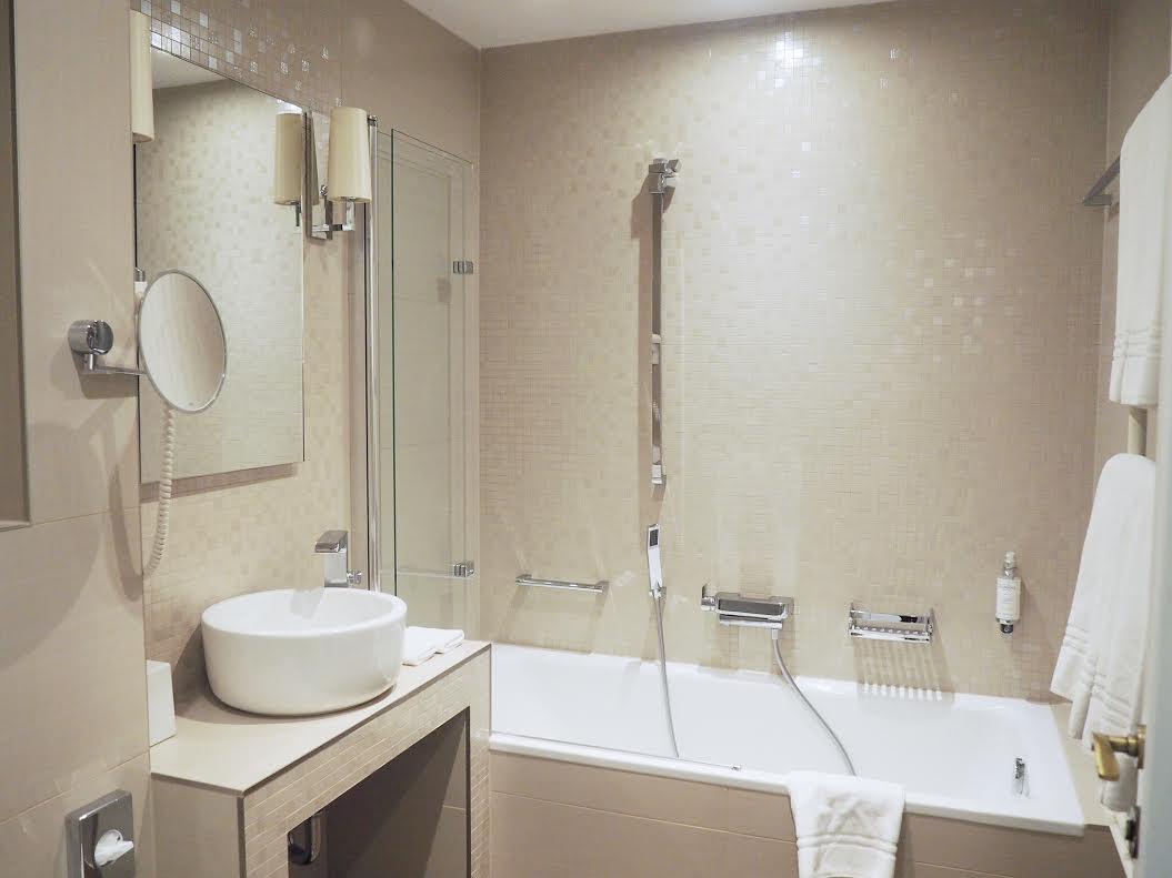 Prestige Budapest Hotel bathroom