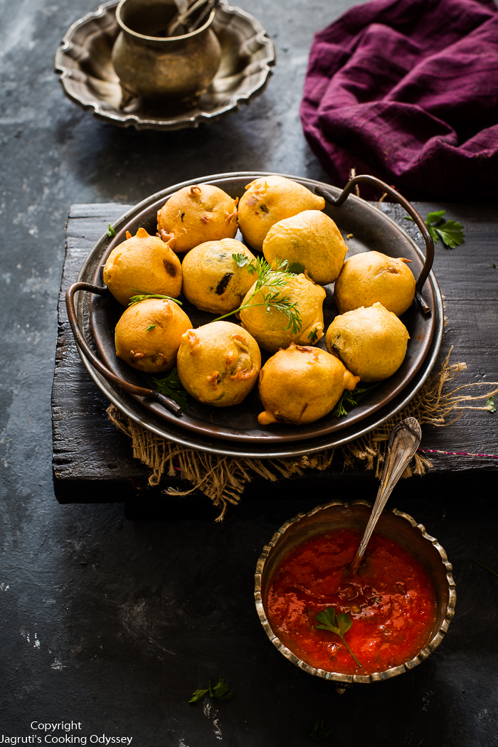 Gujarati Batata Vada Recipe | Aloo Vada | Batata Vada Chutney Recipe