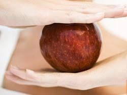 Chống béo phì bằng cách... ăn táo