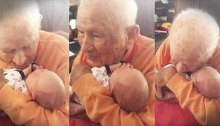 Παππούς 105 ετών συναντά πρώτη φορά τον 5 ημερών εγγονό του και δημιουργούν το βίντεο της ημέρας