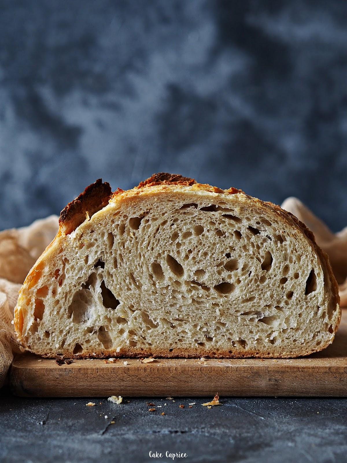 chleb z dużymi dziurami