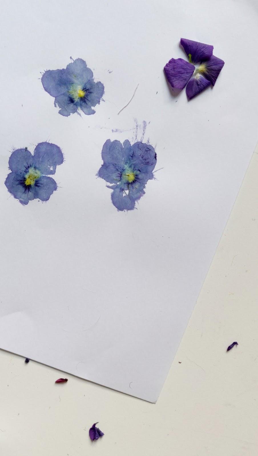 kukkapainantaa vasaralla