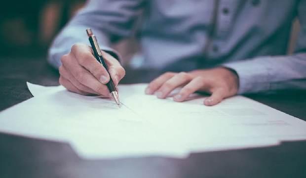 Ada beberapa aturan untuk membuat surat lamaran kerja. Jadi, tidak asal tulis begitu saja.