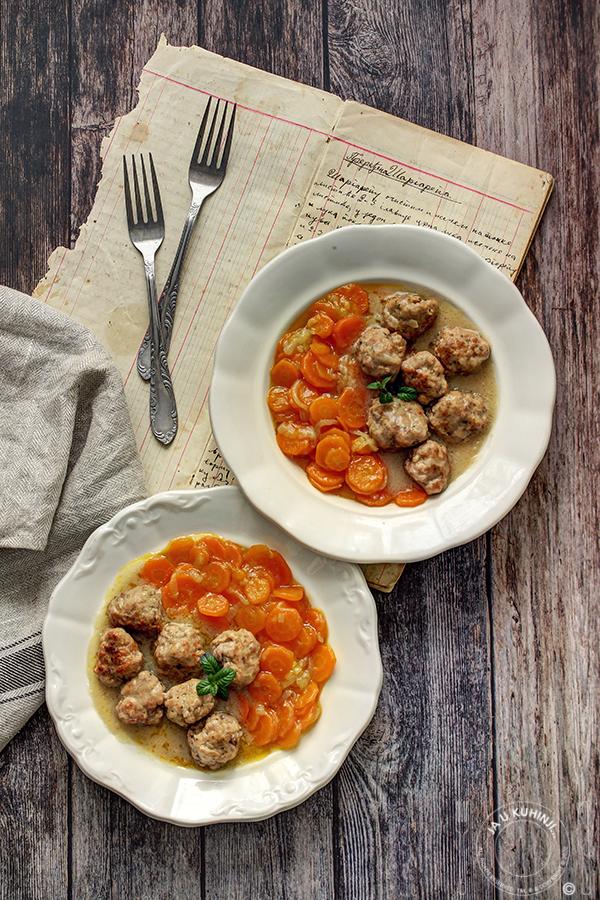 Ćuftice u sosu od crnog luka i ćušpajz od šargarepe