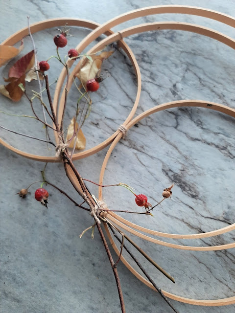 Using found objects to make a simple wreath