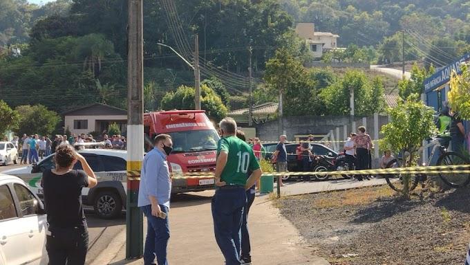 Tragédia: Jovem invade escola e mata 3 crianças e uma professora no Oeste de SC