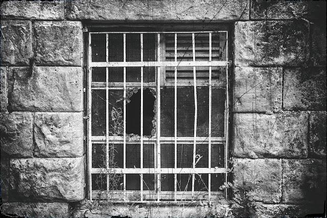 Dano moral para presos em situação degradante
