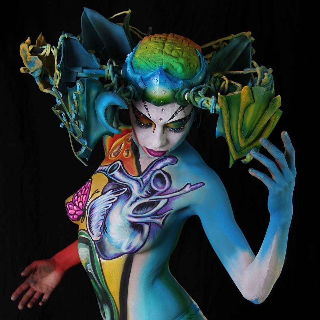 02-The-Heart-and-the-Butterfly-Alexander-Ojodelince-Body-Painting-that-Transforms-you-into-Art-www-designstack-co