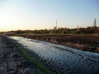 Каскад відстійників, розташований біля витоків річки, знищив створений природою водний потік.